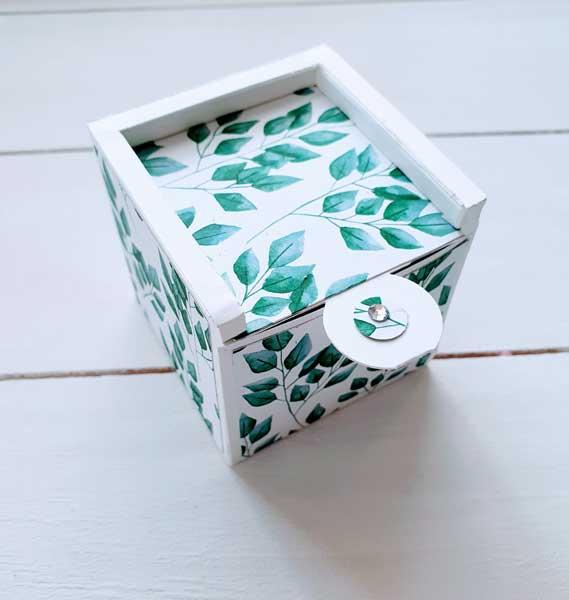 Ewigs Grün Designerpapier